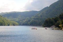 Barrage de Vidraru sur la rivière d'Arges photos stock