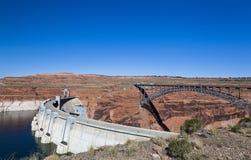 Barrage et passerelle de canyon de gorge Image libre de droits