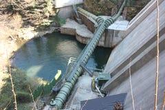 Barrage géant ou centrale hydroélectrique dans Isola Santa, Toscane, Lucques photographie stock libre de droits