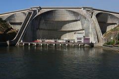 Barrage hydro-électrique image stock