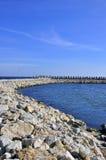 Barrage incurvé rocheux près de la Mer Noire photo libre de droits