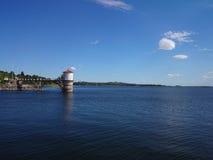 Barrage sur le lac photographie stock libre de droits