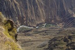 Barranca de Colca con el río Imagen de archivo