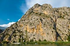 Barranca del río de la montaña de Cetina cerca de Omis Imagen de archivo