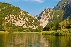 Barranca del río de la montaña de Cetina cerca de Omis Fotografía de archivo