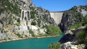 Barranca verde en Turqu?a ?rea de la presa de Oymapinar almacen de video