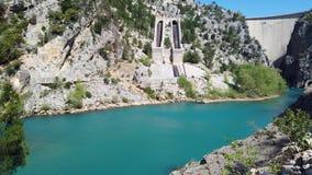 Barranca verde en Turqu?a ?rea de la presa de Oymapinar metrajes