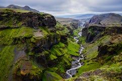 Barranca y río de las montañas de Thorsmork, cerca de Skogar Imágenes de archivo libres de regalías