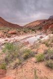 Barranco Barranco-bermellón del río del desierto-Paria de los acantilados de AZ-UT-Paria imagen de archivo