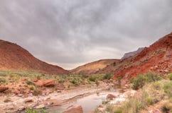 Barranco Barranco-bermellón del río del desierto-Paria de los acantilados de AZ-UT-Paria fotos de archivo libres de regalías