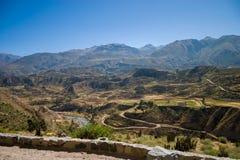Barranco de Colca de un camino superior foto de archivo