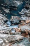Barranco de la cascada de la montaña en Georgia Imagen de archivo libre de regalías