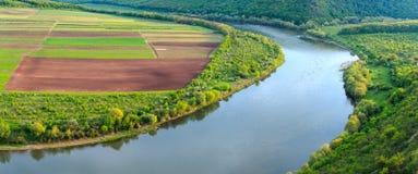 Barranco de la curva del río de Dnister Imágenes de archivo libres de regalías