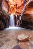 Barranco de la ranura de la cala de Kanarra en el parque nacional de Zion, Utah imagenes de archivo