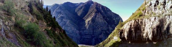 Barranco de Lost Creek - montaña Pano de la cascada Imágenes de archivo libres de regalías