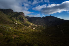Barranco de Masca Luz y sombra El ir de excursión en el volcán Fotos de archivo