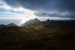 Barranco de Masca Luz y sombra El ir de excursión en el volcán Foto de archivo libre de regalías