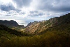 Barranco de Masca Luz y sombra El ir de excursión en el volcán Imagenes de archivo