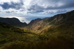 Barranco de Masca Luz y sombra El ir de excursión en el volcán Fotografía de archivo libre de regalías