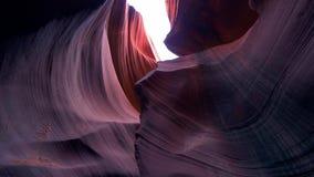 Barranco del antílope - colores que sorprenden de las rocas de la piedra arenisca almacen de metraje de vídeo