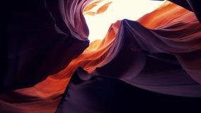 Barranco del antílope - colores que sorprenden de las rocas de la piedra arenisca almacen de video