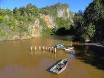 Barranco del río con los barcos Imagenes de archivo