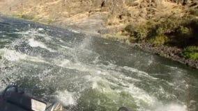 Barranco el río Snake Idaho de los infiernos del POV del barco del jet metrajes