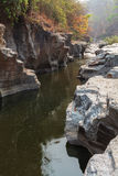 Barranco en el río Foto de archivo