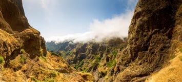 Barranco en montañas Imagen de archivo libre de regalías