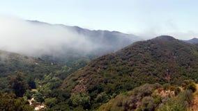 Barranco hermoso de Malibu en California meridional almacen de metraje de vídeo