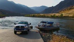 Barranco Idaho de los infiernos del río Snake del lanzamiento del barco del jet almacen de video
