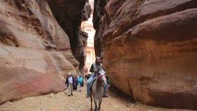 Barranco que lleva a la ciudad del Petra metrajes