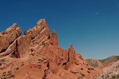 Barranco rojo en las montañas foto de archivo libre de regalías