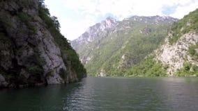 Barranco Serbia del río de Drina almacen de metraje de vídeo