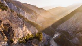 Barranco suizo Rheinschlucht Suiza 4k aéreo de la salida del sol almacen de metraje de vídeo