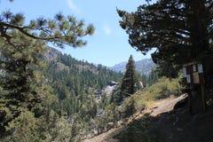 Barranco Trailhead de los tallarines paso cercano de los reflujos, High Sierra Nevada Mountains, California Foto de archivo