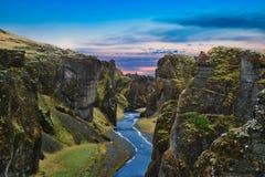 Barranco y puesta del sol de Islandia Imagenes de archivo
