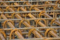 Barras de aço deformadas laminadas a alta temperatura ou barra de aço do reforço Fotografia de Stock