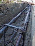 Barras de acero de refuerzo para la armadura constructiva en emplazamiento de la obra Foto de archivo libre de regalías
