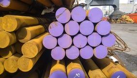 Barras de acero en la acción La forma del transporte de acero Acero para la expo Imagen de archivo