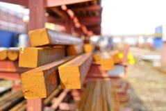 Barras de acero rectangulares en una pila Foto de archivo libre de regalías