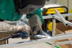 Barras de alumínio que estão sendo soldadas junto Imagens de Stock Royalty Free