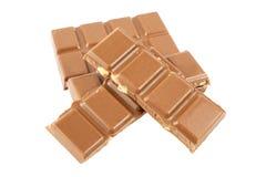 Barras de chocolate do leite com as avelã isoladas em um fundo branco Fotografia de Stock