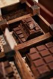 Barras de chocolate en primer de la tienda de la confitería foto de archivo libre de regalías