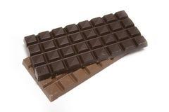Barras de chocolate no branco Fotos de Stock Royalty Free