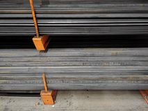 Barras de ferro em uma loja fotografia de stock royalty free