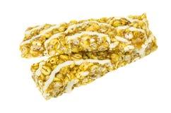 Barras de Granola con los cereales y la naranja aislados en blanco Fotos de archivo libres de regalías
