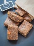 Barras de granola em borracha do muesli foto de stock