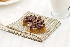 Barras de la viruta de chocolate de la mantequilla de cacahuete Fotografía de archivo