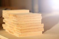 Barras de madera que mienten en fila primer fotografía de archivo libre de regalías